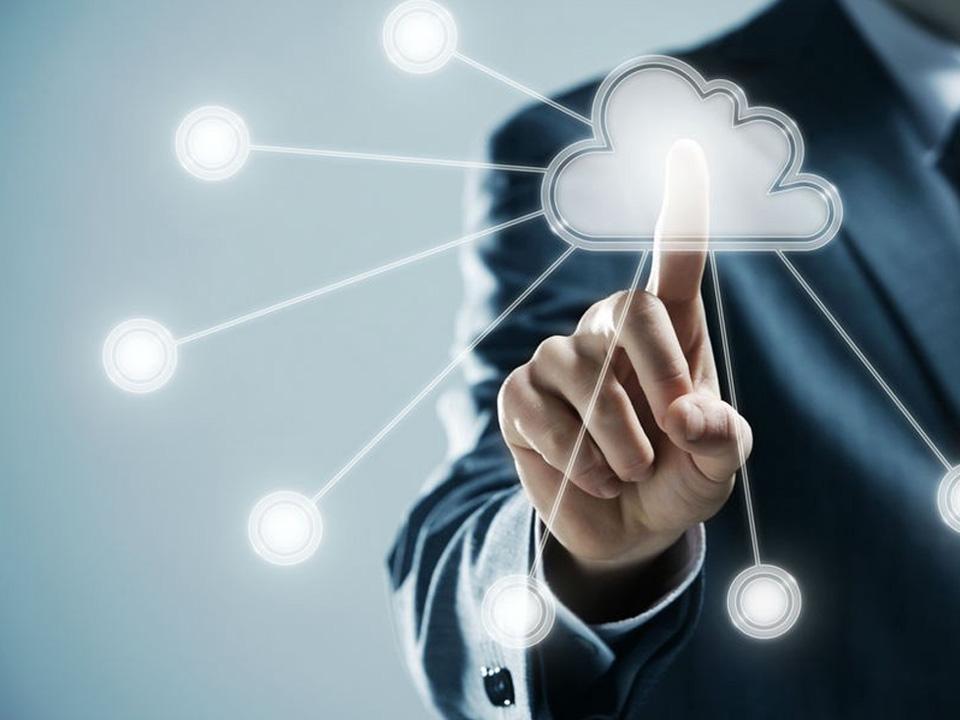 A Cloud Computing é uma solução de TI para o armazenamento e compartilhamento de dados, arquivos, informações e aplicativos; e desenvolvimento web.